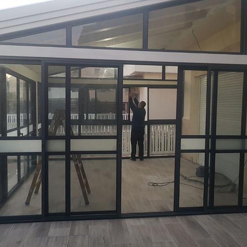 חדר שמש אלומיניום וזכוכית