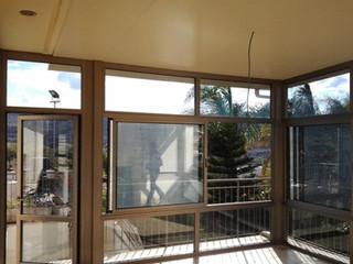 מבט מתוך סגירת המרפסת