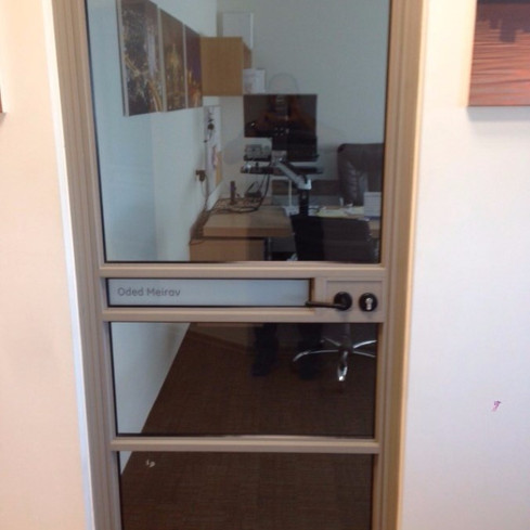 דלת אלומיניום למשרד