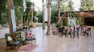 עיצוב גן אירועים בקתה ביער