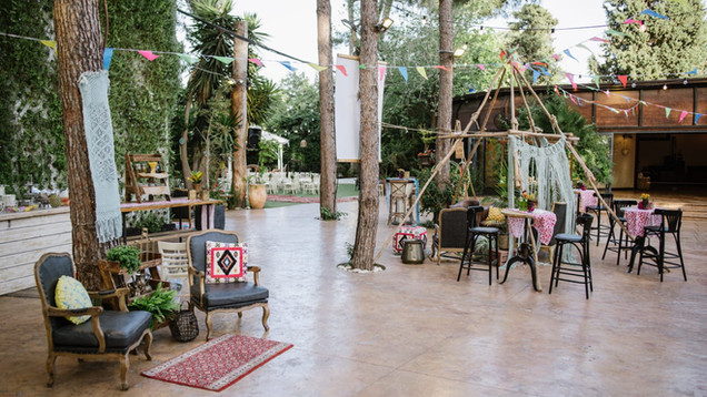 עיצוב גן אירועים לחתונה בטבע בקתה ביער