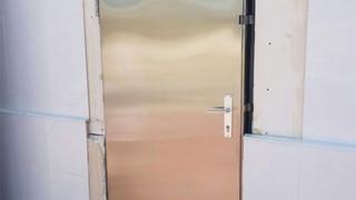 דלת נירוסטה