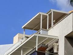 פרגולה חשמלית בדירת גג