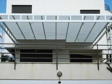 פרגולת הצללה למרפסת שמש