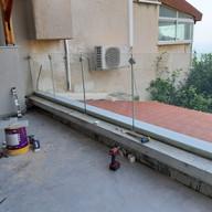 מעקות זכוכית למרפסת שמש