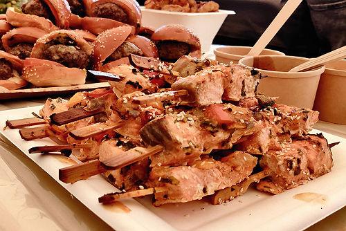 מגש אירוח פילה דג בשיפוד - מגשי אירוח מהמטבח החם של איט איט