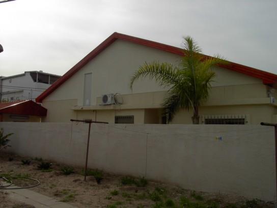 לאחר החלפת רעפים בגג משופע לבית פרטי