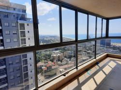 סגירת מרפסת עם חלונות אלומניום