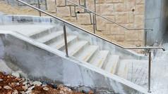 מעקה נירוסטה לגרם מדרגות