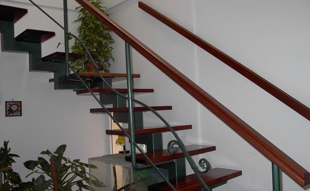 בניית מדרגות לתוספת בנייה