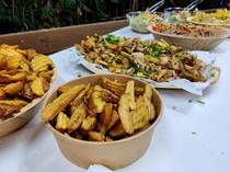 מגוון מגשי אירוח בחתונה