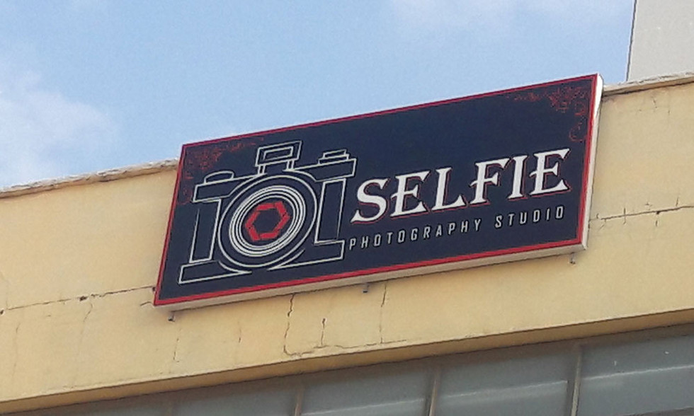 שלט פח עבור סטודיו לצילום