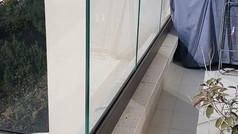 מעקה זכוכית למרפסת שמש
