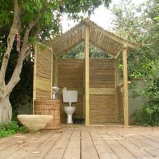 שירותים ומקלחון מבמבוק ואורן