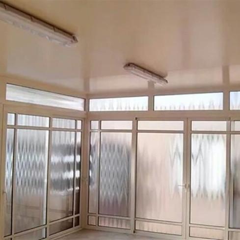 חדר שמש עם זיגוג זכוכית