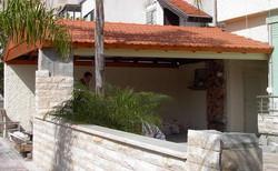 בניית גג רעפים לחנייה הפרטית
