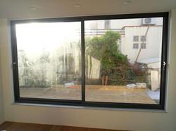 חלונות הזזה אלומיניום