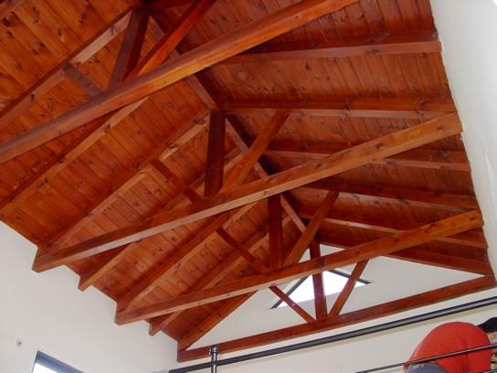 גג רעפים לבית - צילום פנימי