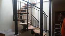 גרם מדרגות לתוספת קומה בבניה קלה