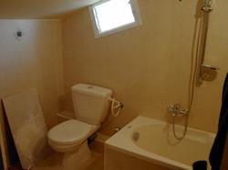 חדר שירותים ואמבטיה בבנייה קלה