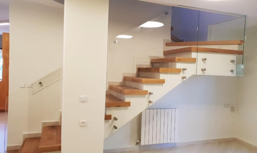 מעקות זכוכית לגרמי מדרגות