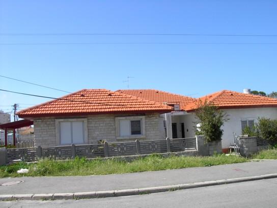 בית פרטי עם גג רעפים