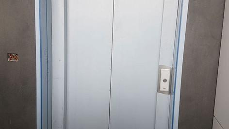 משקוף נירוסטה לכניסה למעלית