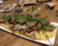 מגש אסאדו על מצע פירה בשרי