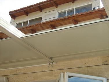 גג הזזה חשמלי במצב פתוח