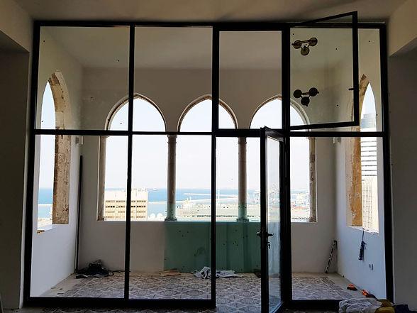 התקנת ויטרינות זכוכית בחיפה