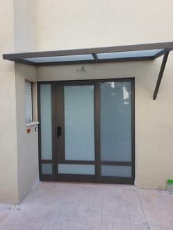 דלת אלומיניום לכניסה