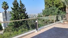 מעקות אלומיניום למרפסת שמש