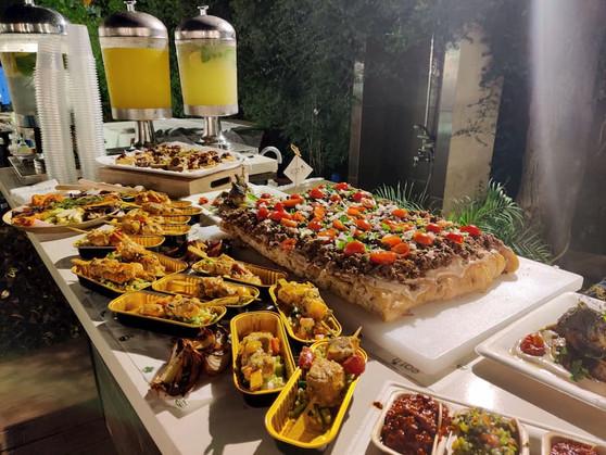 מגוון מגשי אירוח בטעמים נפלאים