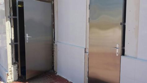 דלתות נירוסטה