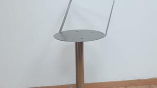 כסא נירוסטה לפני ריפוד