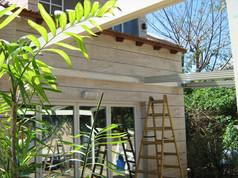 התקנת גג פתיחה חשמלי בגינה