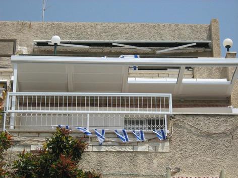 את הגג ניתן לפתוח חלקית או את כולו לפי בחירה