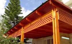 בניית פרגולה דקורטיבית מעץ