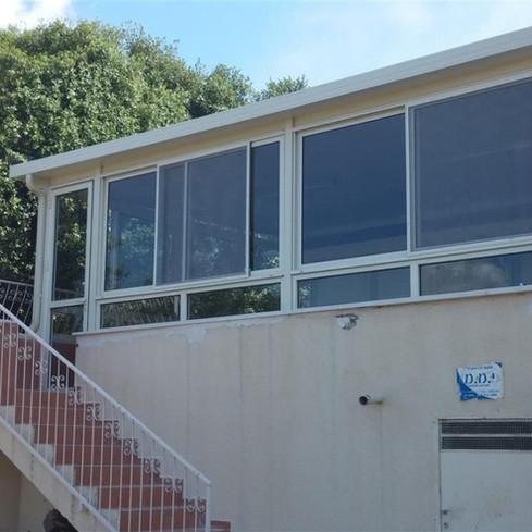 חדר שמש אשר נבנה במרפסת