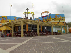 פרגולה למבנה ציבורי בחוף הים