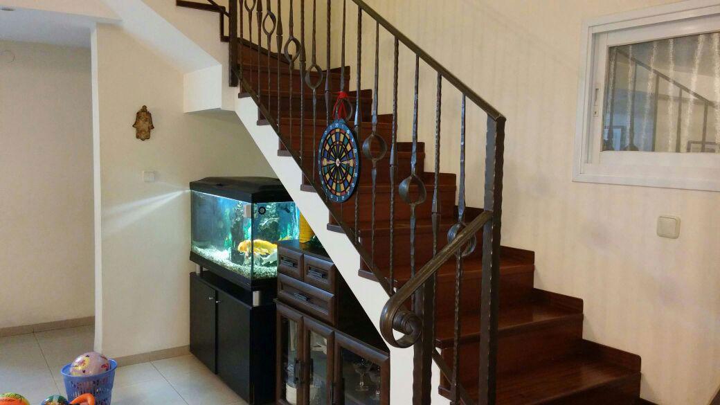 בניית מדרגות לתוספת בניית קומה שניה