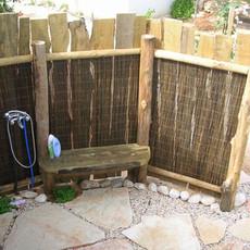 מקלחון חיצוני עץ טבעי