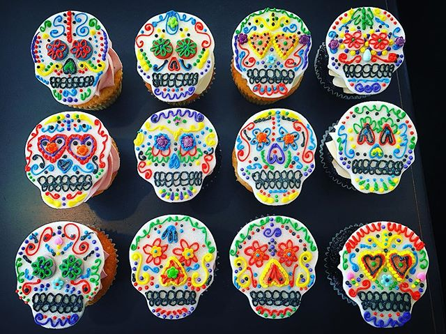 Day of the Dead #dayofthedead #sugarskulls #dayofthedeadart #royalicing #fondantwork #edibleart #pip