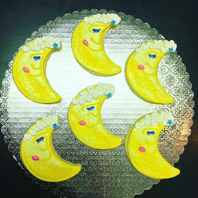 Goodnight Moon #cutouts #cutoutcookies #cookies #moon #crescentmoon #🌜 #goodnightmoon #cute #parisc
