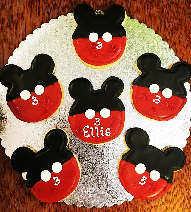 Everyone's favorite mouse #happybirthday #cutouts #cutoutcookies #mic #key #mouse #pariscakecompany