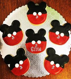 Everyone's favorite mouse #happybirthday #cutouts #cutoutcookies #mic #key #mouse #pariscakecompany