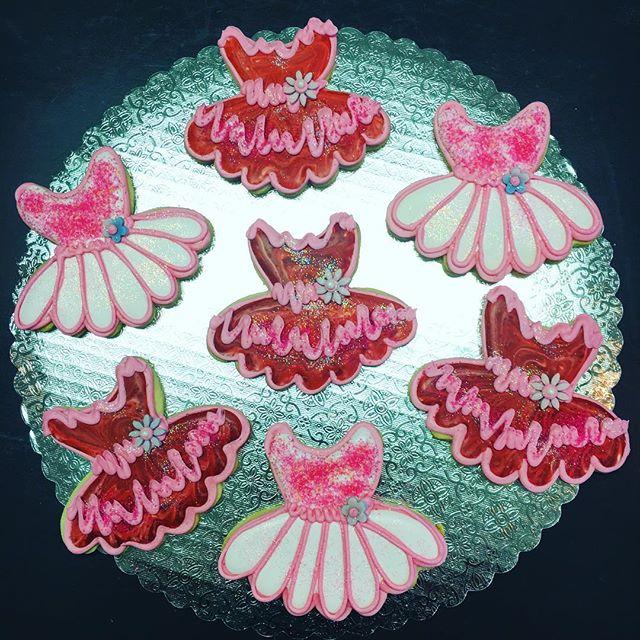 Tutu Dresses #cutouts #cutoutcookies #tutu #dresses #frilly #pretty #dressup #sparkles #glitter #ruf