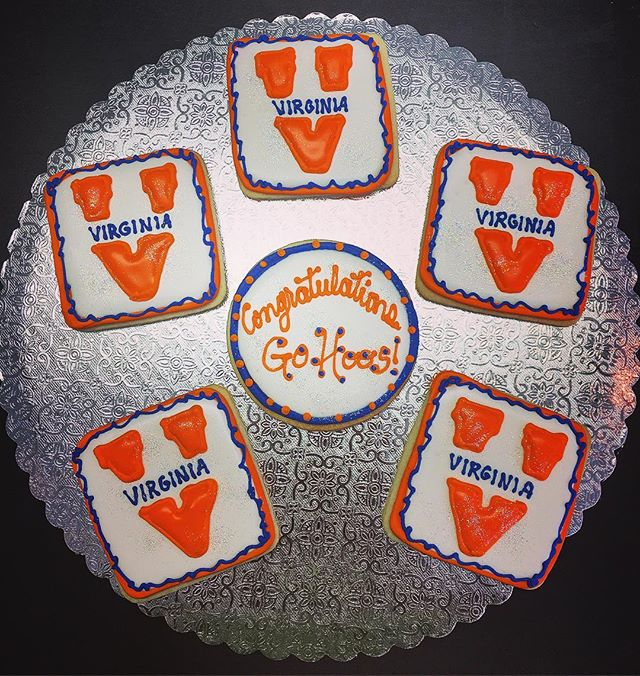 UVA Graduation Cut-Out Cookies #uva #gohoos #graudation #classof2017 #virginia #orangeandblue #caval