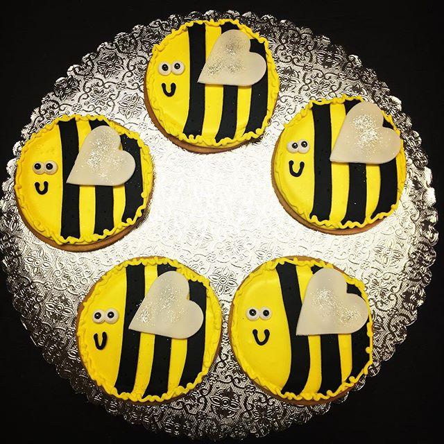 Bumble Bee Cookies #bumblebees #bumble #bumblebeecookies #yumyumbumblebee #bzzzzz #🐝