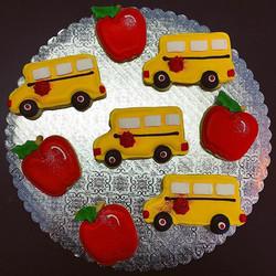 🍎🚍Back to School Cut-Out Cookies 🍎🚍 #backtoschool #schoolbus #apple #teacherspet #cutouts #cutou